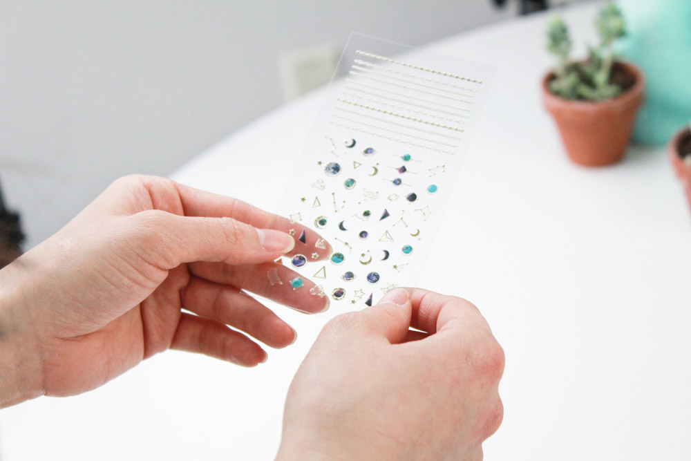 How to Use the Modi x Unistella Nail Stickers to Create a Manicure